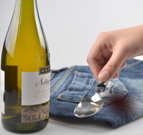Как вывести пятна от вина