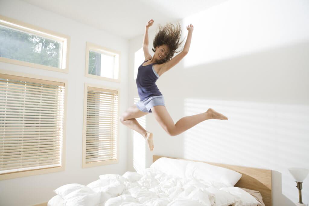 Как быстро вставать утром