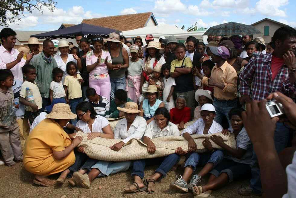 Мадагаскар: остров на котором танцуют мёртвые